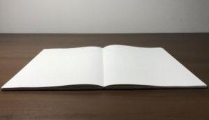 フラットに開くノート